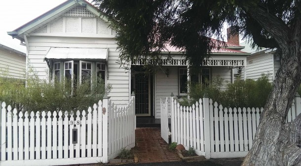 Nadya and Robert have lived in their charming weatherboard cottage in Melbourne's inner west for 11 years and love its period features and location, but as a burgeoning family of five, they are itching for more space.