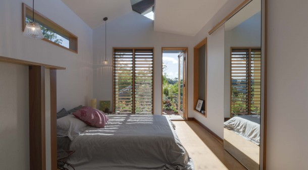 Not only does the upper level master bedroom have an enviable morning outlook across the colourful green roof, a clerestory moonlight offers a nightly vista of the stars.