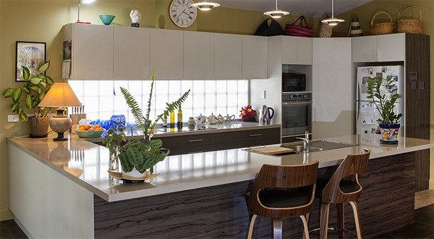To bring in more natural light, Charles and Margaret opted for a splashback of glass blocks on the south wall of their kitchen. Overhead, clerestory windows are operable to provide ventilation and night purging.