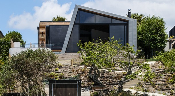 The addition connects the house with the waterfront, and the ecologically significant Meola Reef.