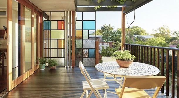 Highlight colours inspired by Erica and John's extensive art collection appear here and there throughout the house, including the steel and glass privacy screen at the southern end of the deck.